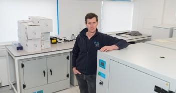 18.02.2021. Vet Scott Dawson at Poultry Health Services, Newbridge, Scotland.